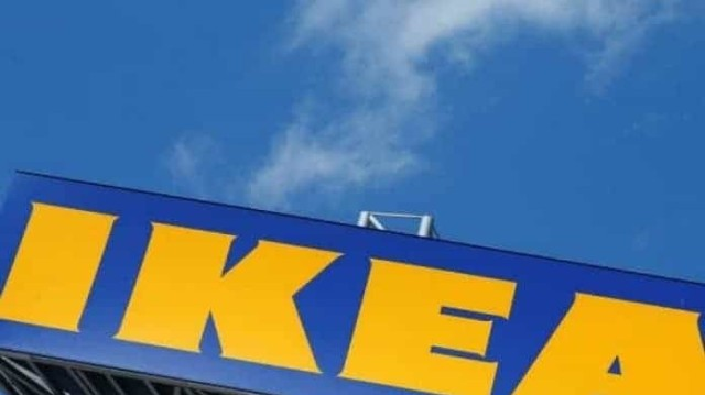 IKEA: Πρέπει να την έχεις στο σπίτι σου αυτήν την τραπεζαρία! Είναι από γυαλί και θα κάνει το σαλόνι σου να φαίνεται σαν καινούργιο