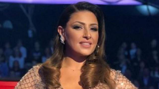 Έλενα Παπαρίζου: Το φόρεμά της, είχε αέρα Eurovision! Γεμάτο πούπουλα, έκανε τα πόδια της να μοιάζουν....