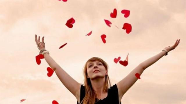Μήπως έχεις αρχίσει να τον ερωτεύεσαι; 30 σημάδια που μαρτυρούν ότι έχεις «τσιμπηθεί» μαζί του!