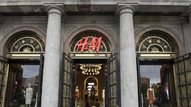 H&M: Αυτή η τζιν φόρμα θα σε κάνει την επόμενη Stella Maxwell! Δεν θα την βγάζεις από πάνω σου!