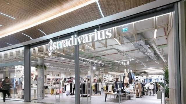 Stradivarius: Αυτή η ρομαντική φούστα θα σε γυρίσει στην δεκαετία του '60! Θα