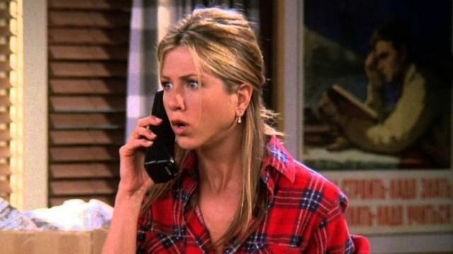 Τα Φιλαράκια: Η Jennifer Aniston έβαλε και πάλι την ποδιά της Rachel! Viral η επιστροφή της!