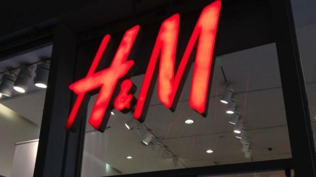 H&M: Με αυτό το πουλόβερ θα έχεις το πιο cosy look και θα μοιάζεις με «φωτιά»!