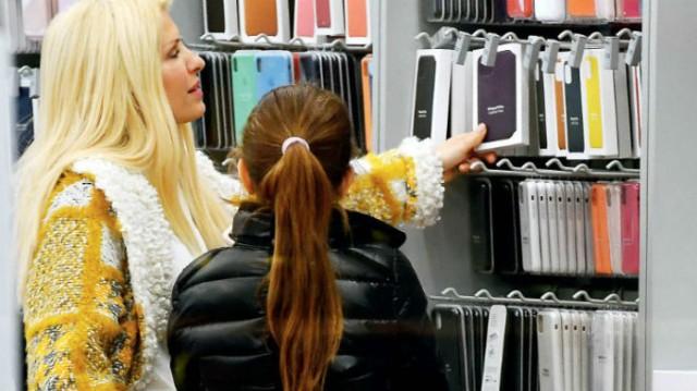 Ελένη Μενεγάκη: Έδωσε 350 ευρώ για μια ζώνη! Πήρε την Μαρινούλα από το χέρι και «βούλιαξε» τα μαγαζιά!