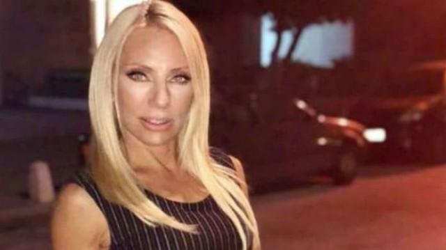Έλενα Τσαβαλιά: Βγήκε βόλτα χωρίς τον Μάρκο Σεφερλή! Τα λευκά μποτάκια της, έκαναν σούπερ αντίθεση με το τζιν!