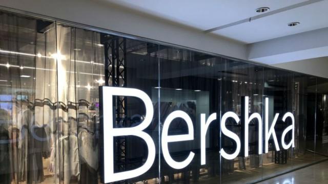 Ανεπανάληπτη αυτή η μαύρη παντελόνα από τα Bershka - Το instagram την έχει λατρέψει