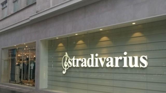 Θα τα χάσεις με αυτά τα καπιτονέ πέδιλα των Stradivarius - Δεν έχουν κυκλοφορήσει ακόμα