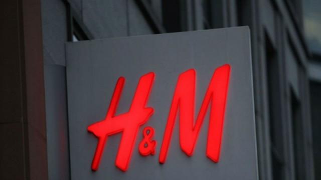 Παντελόνι στα H&M μόνο με 10 ευρώ - Θα δείχνει τα πόδια σου σαν μοντέλου