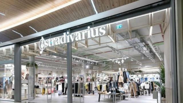 Stradivarius: Το πιο ανοιξάτικο πανωφόρι - Κάνει μόνο 29 ευρώ