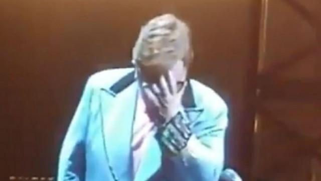 Σοκ! O Έλτον Τζον κατέρρευσε στη σκηνή