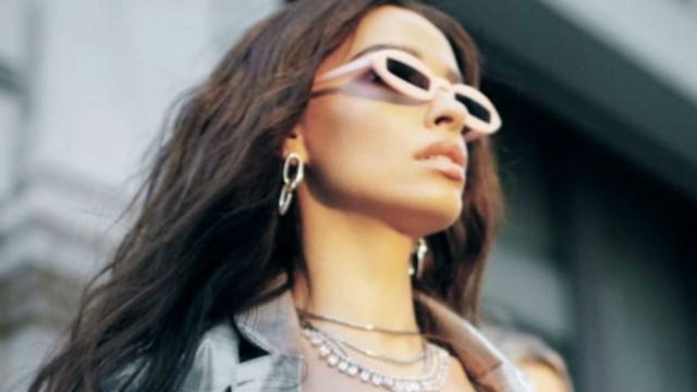 Η Ελένη Φουρέιρα «ντύθηκε» με στας - 10 χρόνια στο τραγούδι, δεν την έχουμε ξαναδεί έτσι