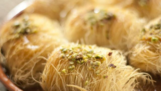 Σιροπιαστό κανταΐφι με κανέλα από την Βέφα Αλεξιάδου - Τα μυστικά για να μην αφήσουν κομμάτι