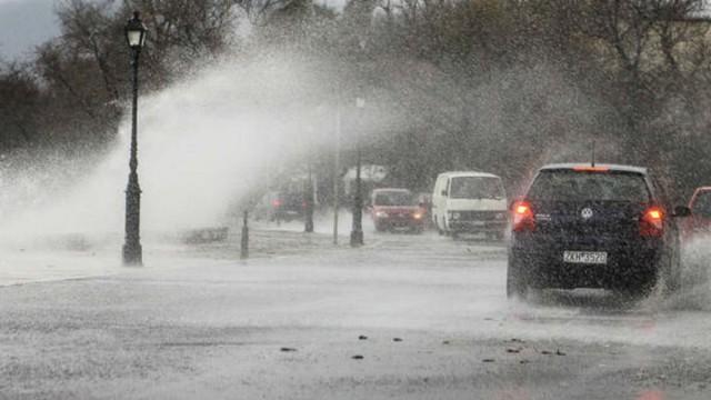 Καιρός σήμερα: Ο Χειμώνας καλά κρατεί - Βροχές, ισχυροί άνεμοι και χιόνια