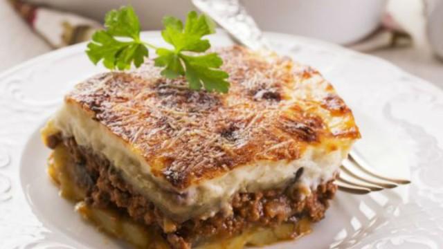 Λιώνει στο στόμα ο πουρές πατάτες της Βέφας Αλεξιάδου - Με μελιτζάνες φούρνου και κιμά