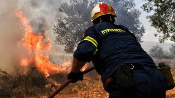 Τεράστια φωτιά στην Άνω Αλμυρή Κορινθίας