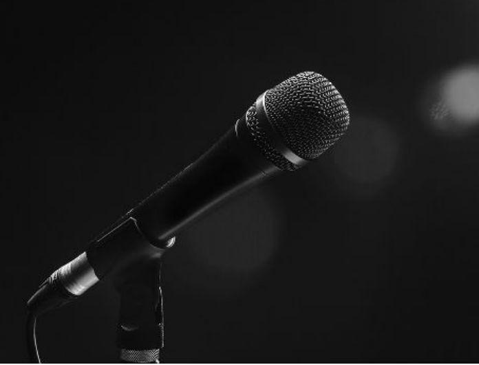Εσπευσμένα στο νοσοκομείο γνωστός Έλληνας τραγουδιστής -Ποια η κατάσταση της υγείας του