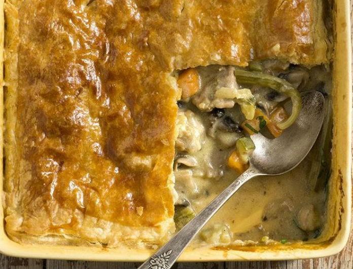 Εύκολη ζουμερή πίτα με κοτόπουλο και λαχανικά