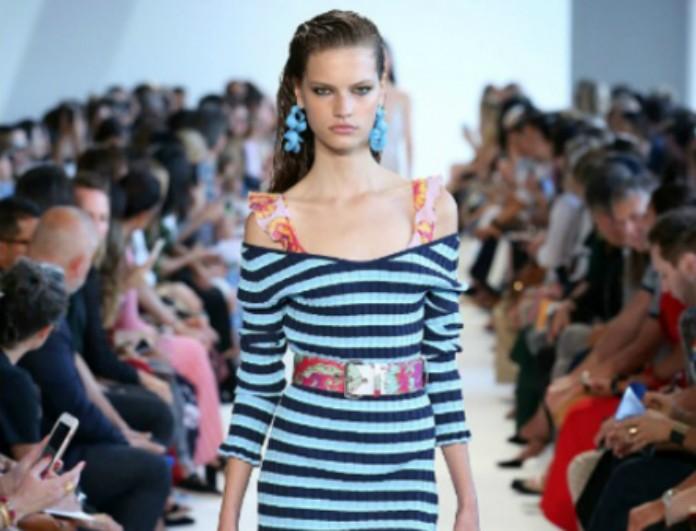 Off-the-shoulders top: Αυτός είναι ο νέος τρόπος για να φορέσεις το πιο hot trend του φθινοπώρου