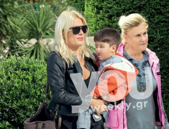 Φωτογραφίες ντοκουμέντο! Εκτάκτως η μητέρα της Φαίης Σκορδά στην Αθήνα - Δεν φεύγει στιγμή από δίπλα της!