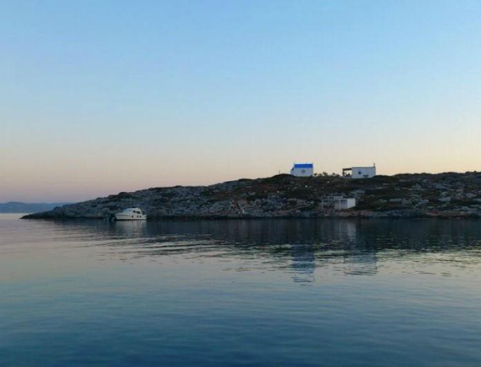 Το άγνωστο νησί της Ελλάδας που… «κρύβει» ένα θαλάσσιο τέρας!