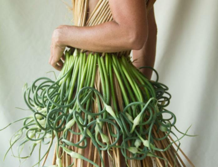 Η...ωμή μόδα: Θα φορούσατε ρούχα φτιαγμένα από λαχανικά;