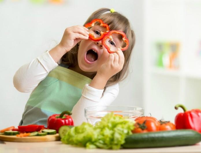 little-girl-playing-veggies