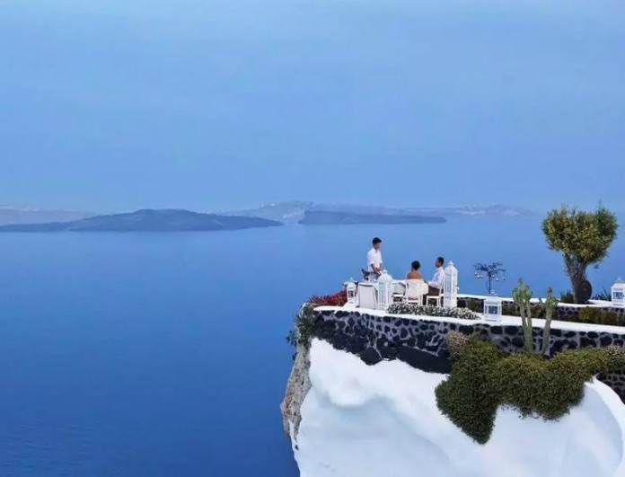 Στην Ελλάδα το εστιατόριο με την καλύτερη θέα στον κόσμο! Αποθέωση από το National Geographic (Photos, Video)