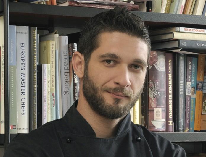 Γιατί όλες οι γυναίκες θέλουν να βγουν απεγνωσμένα έστω κι ένα ραντεβού με τον Πάνο Ιωαννίδη, τον σεφ του Master Chef!