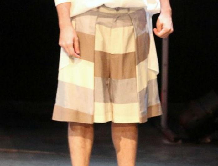 Έκπληξη! Πρώην συνεργάτης της Ελένης Μενεγάκη εμφανίστηκε με…φούστα!
