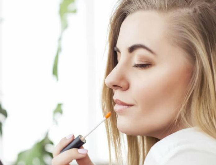Αυτό είναι το απόλυτο lip gloss για φέτος το καλοκαίρι & θα το βρεις στα Stradivarius! Κοστίζει λιγότερο από 5 ευρώ...