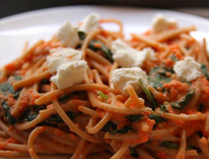 Σπαγγέτι ολικής άλεσης µε ανθότυρο & πιπεριές Φλωρίνης! H light & taste συνταγή που θα λατρέψεις