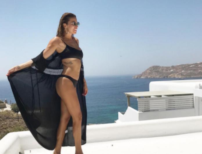 H Ελένη Χατζίδου δεν άφησε τίποτα στη φαντασία μας! Ποζάρει topless σε υπερπολυτελέστατη πισίνα ξενοδοχείου και... (Photo)