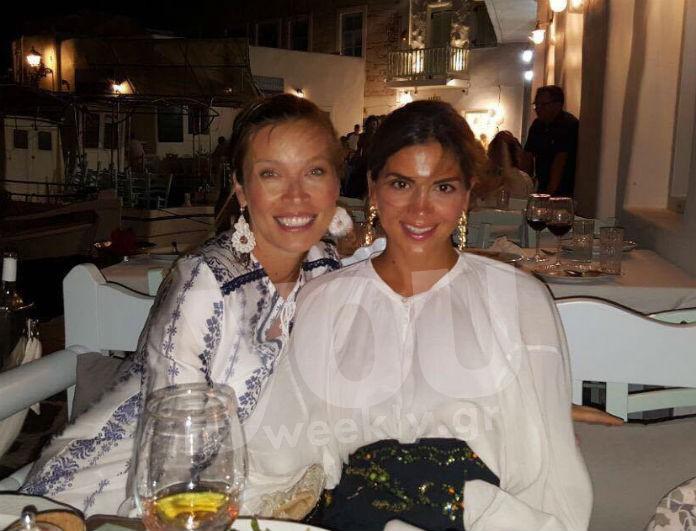Σταματίνα Τσιμτσιλη - Μαριέττα Χρουσαλά μαζί διακοπές στην Πάρο! Η φωτογραφία από τη νυχτερινή τους έξοδο!