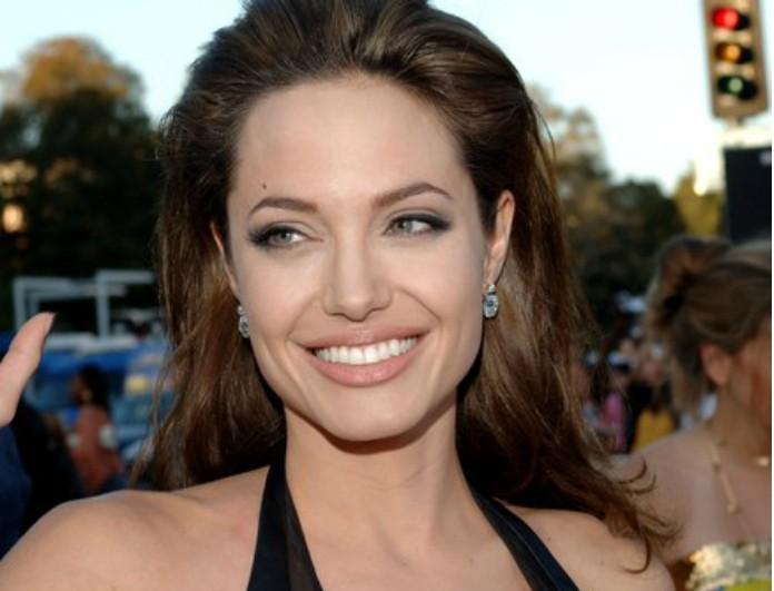 Μετά την είδηση για επανασύνδεση η Angelina Jolie πραγματοποίησε την πρώτη  της εμφάνιση! Δείτε την 8cadfe1f76a