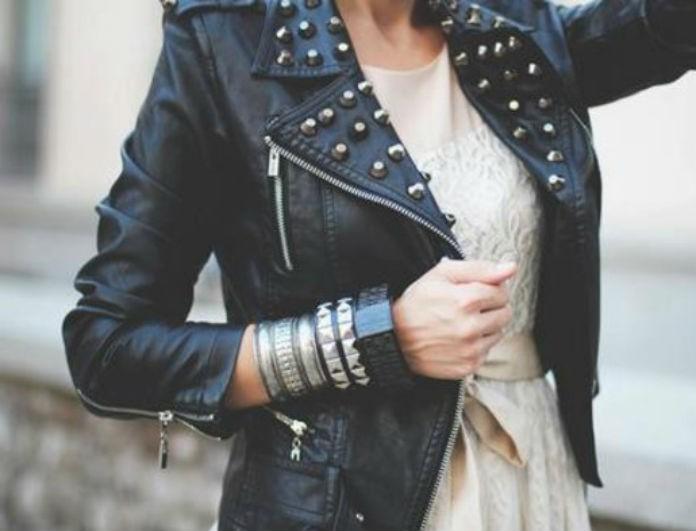 Oversized biker jacket: Πριν πεις ότι το θες σε μαύρο δες το κόκκινο