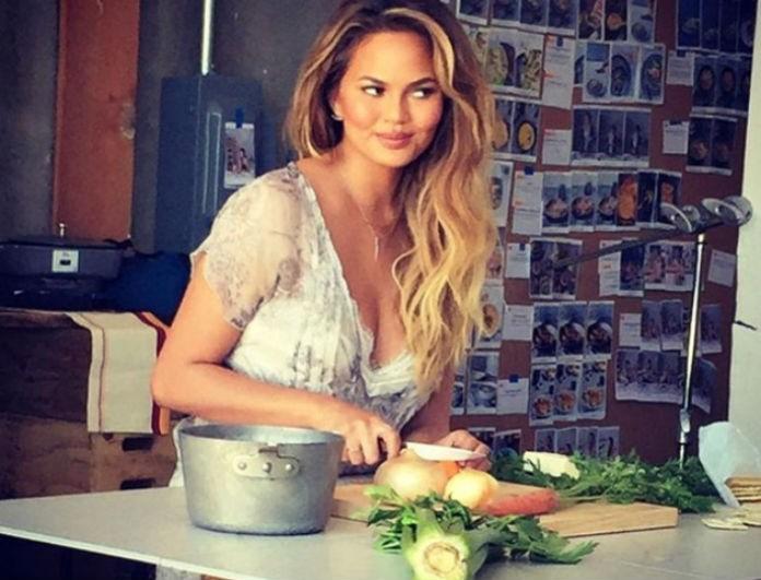 Πώς τρώνε τη σαλάτα τους οι διάσημες: Τα υλικά που τις κρατούν στα κιλά τους!