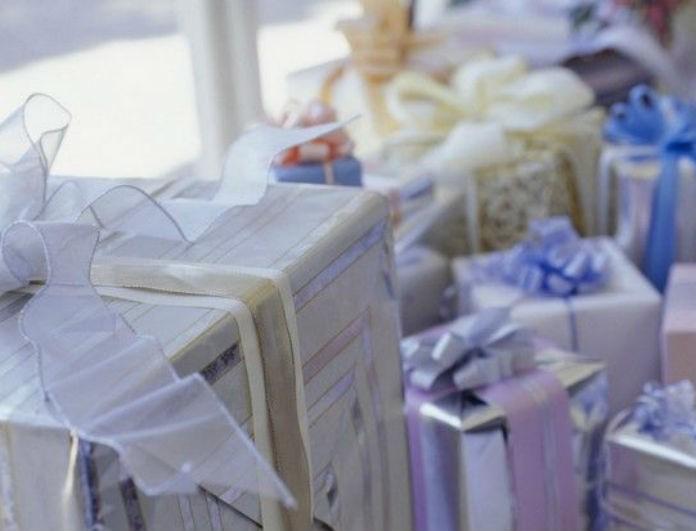 Καλύτερα να τα αποφύγεις: 10 δώρα που δεν πρέπει να πας ποτέ σε καλέσματα στις γιορτές!