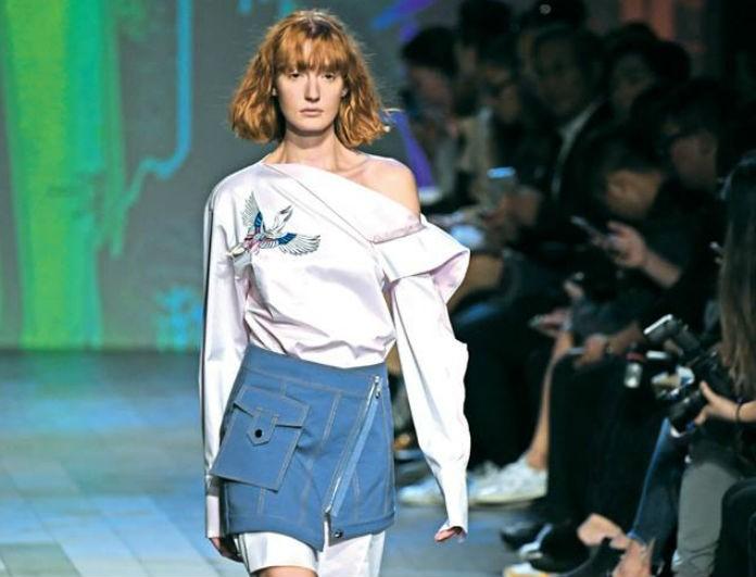 Στην μισή τιμή: Οι πιο στιλάτες μίνι φούστες που πρέπει να αποκτήσετε!