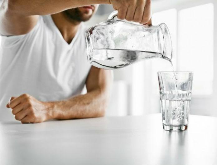 Αλλαγή δεδομένων! Μήπως τελικά ΔΕΝ πρέπει να πίνουμε 8 ποτήρια νερό την ημέρα;