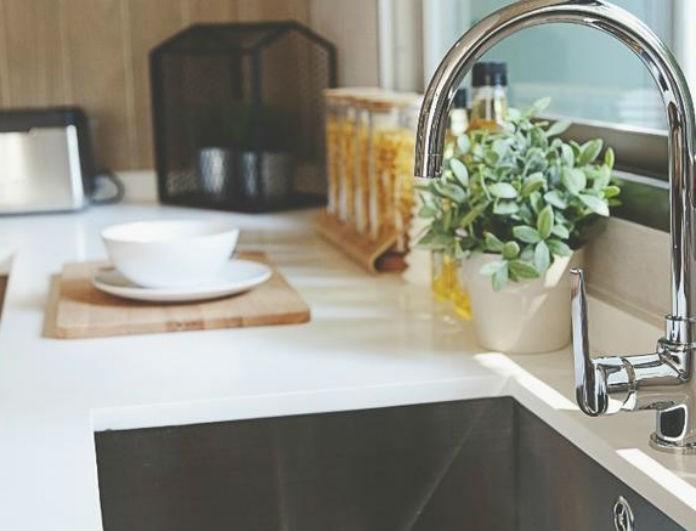 Το κόλπο για να καθαρίσετε τον νεροχύτη της κουζίνας με φυσικό τρόπο!