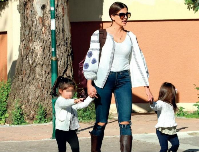 Η χαλαρή Κυριακή της Σταματίνας Τσιμτσιλή! Τα παιχνίδια με τις κορούλες της και η τρυφερή φωτογραφία!