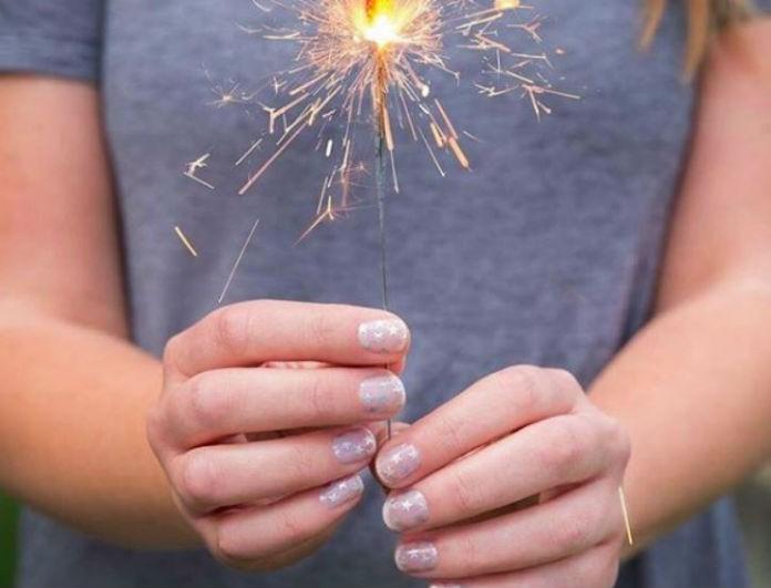 Starnails: Αυτή η είναι η νέα τάση στα νύχια που δίνει λάμψη!