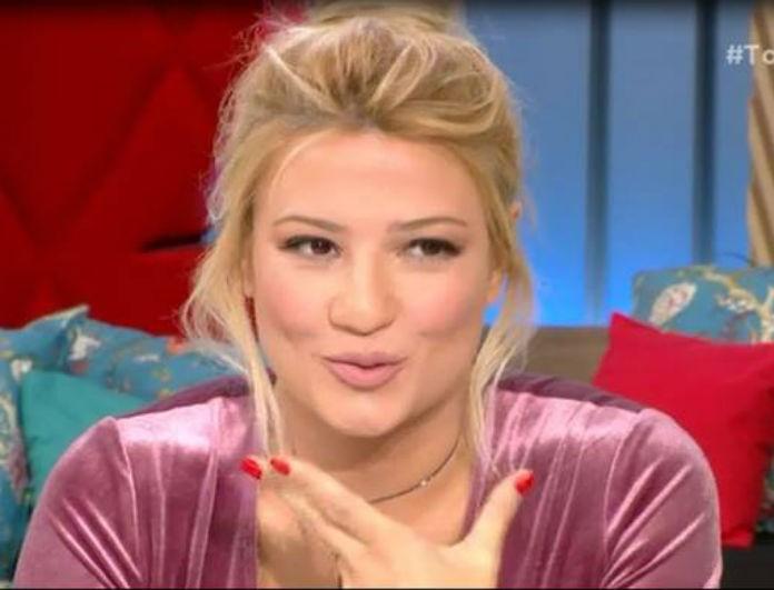 Πρόταση γάμου ανήμερα του Αγίου Βαλεντίνου! Συνεργάτιδα της Σκορδά παντρεύεται! Το ζευγάρι που δεν είχε πάρει χαμπάρι κανείς...(Βίντεο)