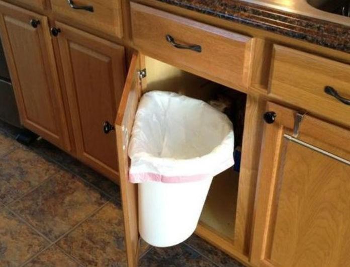 Έχεις κι εσύ το καλαθάκι των σκουπιδιών στο ντουλαπάκι της κουζίνας! Μόλις διαβάσεις αυτό(!) θα το βγάλεις αμέσως...