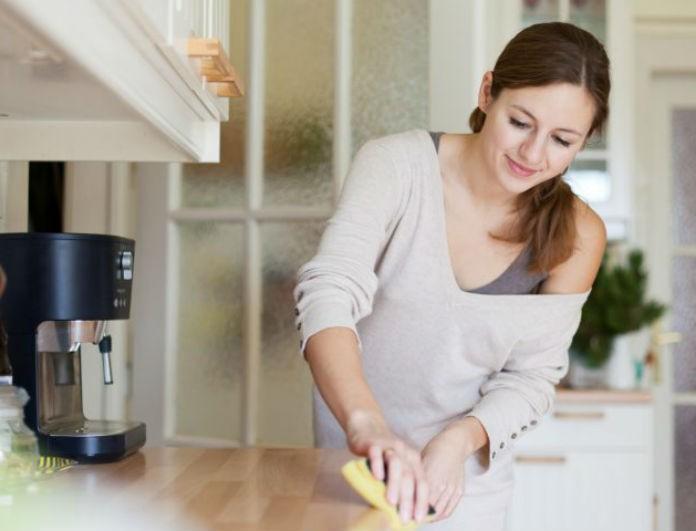 Βάλε μαγιονέζα στα έπιπλα του σπιτιού σου και θα συμβεί το απίστευτο! Αυτό και άλλες χρήσεις πραγμάτων που έχεις στα ντουλάπια σου και δεν ήξερες!