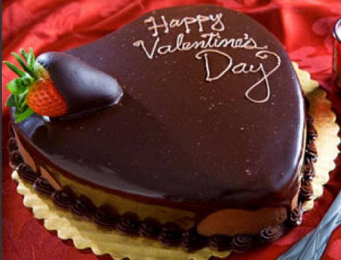 Πώς να φτιάξετε την πιο «ερωτική» παντεσπάνι τούρτα για του Αγίου Βαλεντίνου!