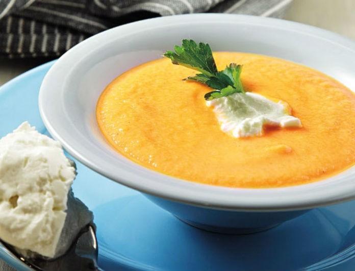 Η τέλεια συνταγή για μια βροχερή μέρα! Καροτόσουπα βελουτέ με πράσα από την Αργυρώ Μπαρμπαρίγου!