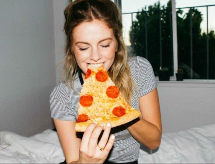 Διαιτολόγος λέει ότι μπορεί να είναι πιο υγιεινό να τρώμε πίτσα για πρωινό αντί για δημητριακά!