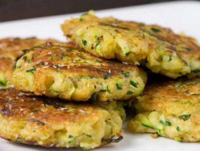 Νόστιμοι κολοκυθοκεφτέδες με πατάτα στο φούρνο!