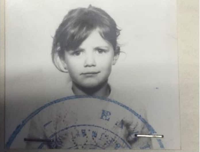 Αναγνωρίζετε το κοριτσάκι της φωτογραφίας; Σήμερα είναι πασίγνωστη Ελληνίδα ηθοποιός! Ο λόγος για την...
